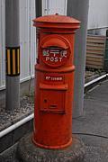 円柱型の赤いポストと思い出