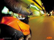 ロック聴いてバイク乗って。