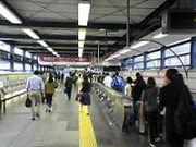 渋谷駅でつい動く歩道に乗る