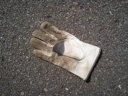 道端に落ちてる薄汚れた手袋