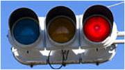 信号待ちのときは横の信号を見る