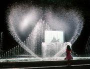 噴水で世界中の人々を笑顔に