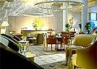 ホテルラウンジでお茶