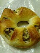 CafeMUJIのごぼうパン。