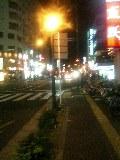 夜道で歌う、歩きながら。