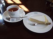 ケーキとコーヒー&紅茶