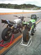 スーパーバイクでサーキット!
