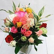 道路脇の花束を持って帰り飾る人