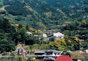 山の中の施設