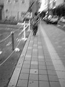 歩くときは道路側。