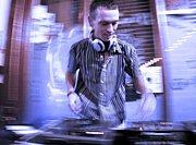 DJ JULIAN JAKS