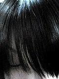 前髪が目に刺さって痛い