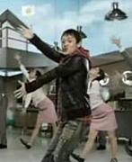 『シシカバブー』で踊る岩沢さん