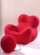 合成素材の椅子が好き