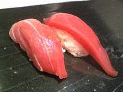 寿司はカウンターで食べる