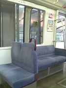電車で座るなら端!!