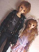 お人形さんとおはなししてます