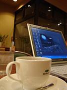 近所のカフェで仕事しています!