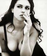 女がタバコすって何が悪いっ