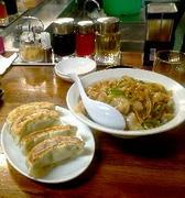 南京亭::餃子、焼肉丼