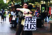 FREE HUGS キャンペーン