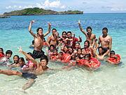 ギマラス島に輝く青い海を!