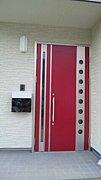 我が家の玄関ドアは赤!