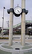 神保原駅南口の時計台クルー