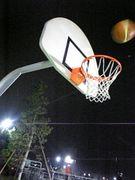 小山公園でバスケットボール