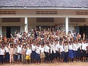 「カンボジア・絵本を届ける」