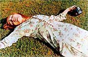 草の上で昼寝