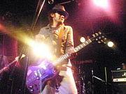孤高のギタ−リスト ガズィ−!