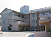鳥屋城小学校