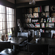 books & cafe LOW