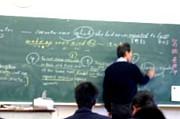 先生が邪魔でノートが書けない!!