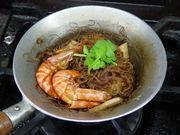 アジア料理の食卓。