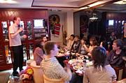 外国人とカラオケパーティ