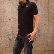 黒ポロシャツが似合う男性は素敵
