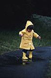 雨に濡れて歩く。