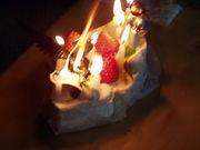 お誕生日にはケーキの上で…