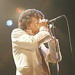 白スーツ × ロック