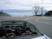 オープンカーでドライブウェイ