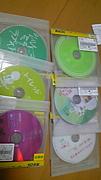 DVDを鑑賞する貝