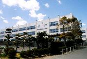 新居中学校