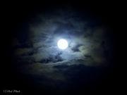 夜空を見ながら煙草を吸う