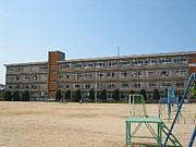 平岡東小学校