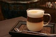 カフェとタイ古式スワイナ