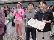 阪神競馬場 女装のおっさん