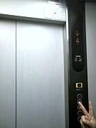 エレベーターで笑ってしまう