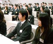 日本人の働きすぎに不満